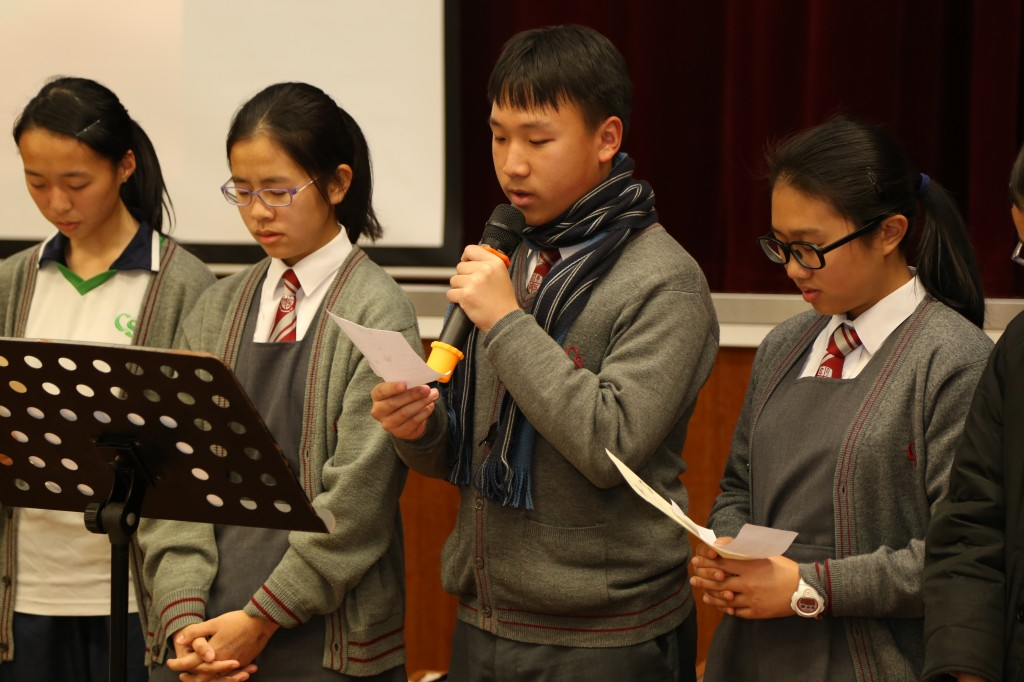 Students lead prayer in school prayer day