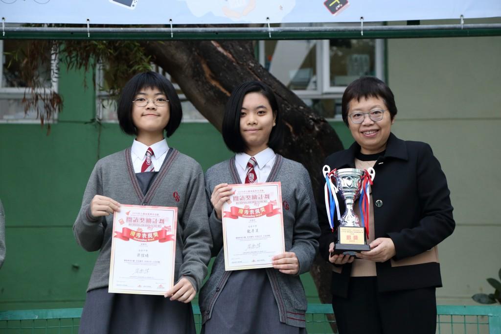 2A梁愷晴同學和3D龍彥呈同學獲得了2019年度閱讀獎勵計劃優秀表現獎