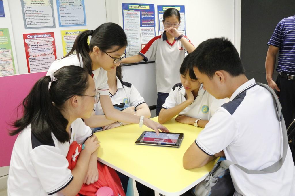 兩校同學一起參與英文科活動